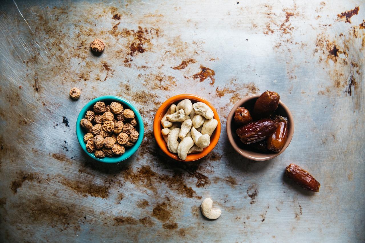 Cashew Nüsse sind in Maßen gesund für den Hund.