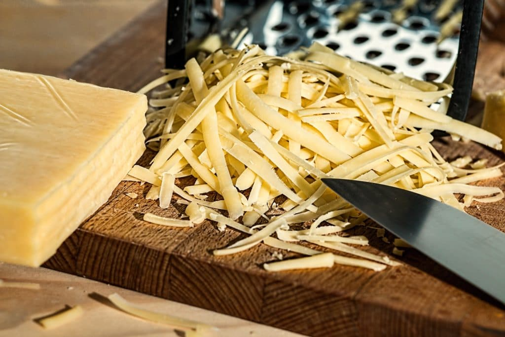 In Rezepten für Hundekekse sollte Käse nicht übermäßig verwendet werden.